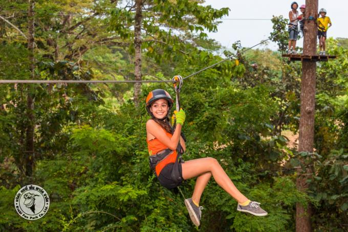 TOUR ZIP LINE ADVENTURE PROGRAM ( B ) MEDIUM